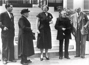 Op audiëntie bij koningin Juliana. V.l.n.r. Wim Jans, mevrouw Lensen, koningin Juliana, 'umke' Marinuske Heijmans en burgemeester Heereveld.